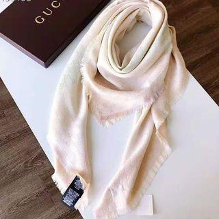 Gucci - レディースGUCCI 超美品マフラー