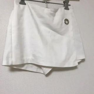 ザラ(ZARA)のZARA(ザラ) - ショートパンツ/レディース ホワイト白スカートズボン美品(ミニスカート)