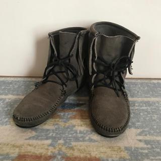 ミネトンカ(Minnetonka)のミネトンカ グレー フリンジ♪サイズ8  24㎝くらい(ブーツ)