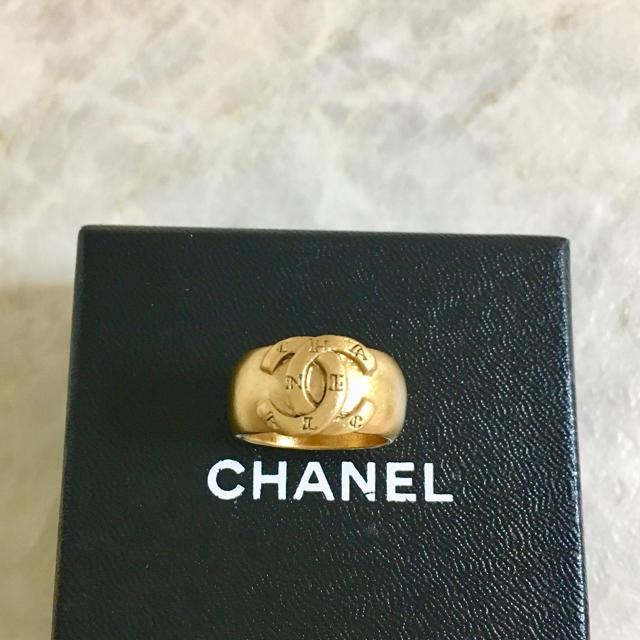CHANEL(シャネル)の正規品 シャネル 指輪 ゴールド ココマーク アルファベット 金 ロゴ リング2 レディースのアクセサリー(リング(指輪))の商品写真
