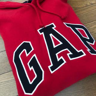 ギャップ(GAP)のGAP 裏起毛 赤パーカー Lサイズ(パーカー)