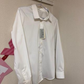 ハニーズ(HONEYS)の新品タグ付き 白 ワイシャツ Mサイズ(シャツ/ブラウス(長袖/七分))