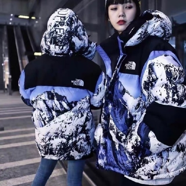 THE NORTH FACE(ザノースフェイス)の新しい男女のダウンジャケット メンズのジャケット/アウター(ダウンジャケット)の商品写真