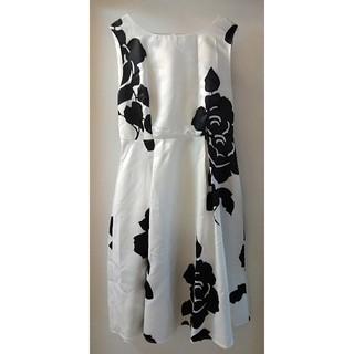 モノトーン 花柄 ワンピース XL サテン 白 ホワイト(ひざ丈ワンピース)
