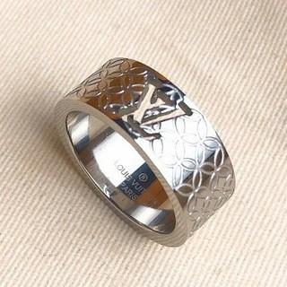ルイヴィトン(LOUIS VUITTON)のルイヴィトン LV リング 指輪 男女兼用 ファッション 箱付き(リング(指輪))