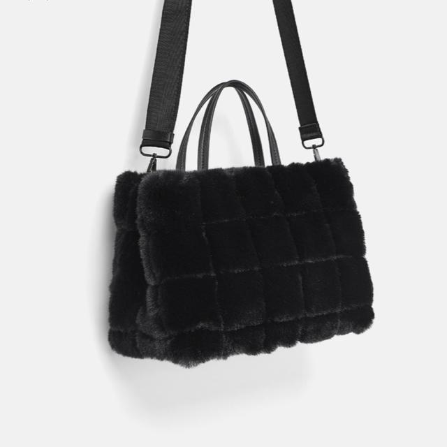ZARA(ザラ)のフェイクファートートバッグ レディースのバッグ(トートバッグ)の商品写真