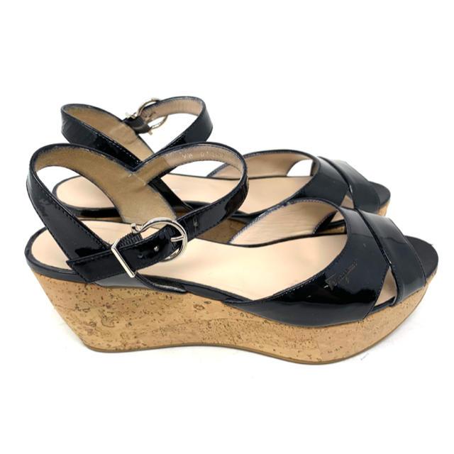 Salvatore Ferragamo(サルヴァトーレフェラガモ)のMy Ferragamo☆ ウェッジソール サンダル エナメル ブラック レディースの靴/シューズ(サンダル)の商品写真