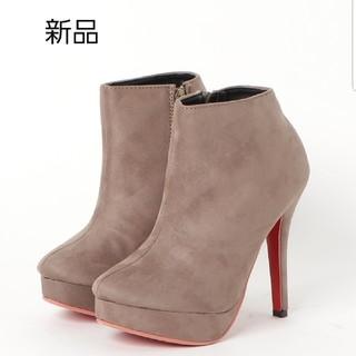 タグ付き未使用 Mafmof(マフモフ) レッドソールの美脚ショートブーツ (ブーツ)