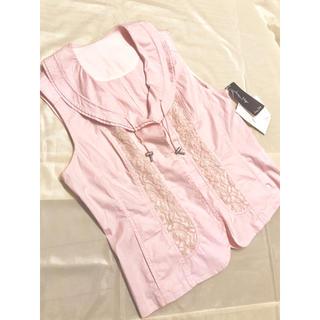 リップサービス(LIP SERVICE)のピンク 襟付き フリル 花ボタン 刺繍 レース ベスト 9号 11号 m l(ベスト/ジレ)