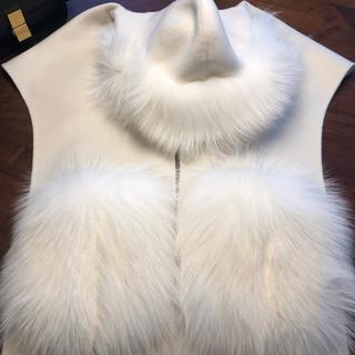 フォクシー(FOXEY)のFOXEY Fur Stole FOX HOODIE ホワイト 2019年完売(ロングコート)
