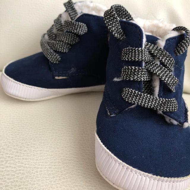 babyGAP(ベビーギャップ)のBaby GAP 新品 赤ちゃんのブーツ キッズ/ベビー/マタニティのベビー靴/シューズ(~14cm)(ブーツ)の商品写真