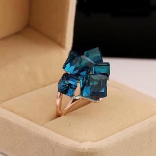特価!エレガントなブルークリスタルのリング 10、11号相当(リング(指輪))