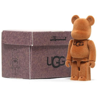 アグ(UGG)のUGG × BE@RBRICK (ノベルティグッズ)