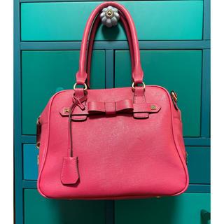 エムズグレイシー(M'S GRACY)のカタログ掲載のエムズグレイシーの牛革素材のスクエア型バッグ(ショルダーバッグ)