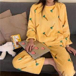 新作  可愛い  モコモコ にんじん柄  パジャマ   上下セット  黄