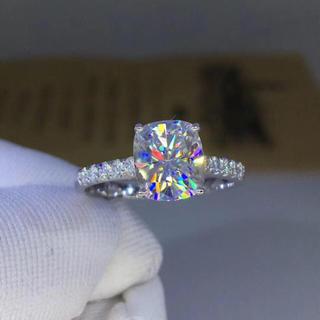 【newデザイン】輝く クッションカット モアサナイト ダイヤモンド リング(リング(指輪))