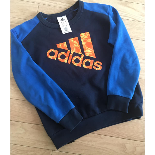 adidas(アディダス)のアディダス トレーナー130 キッズ/ベビー/マタニティのキッズ服 男の子用(90cm~)(Tシャツ/カットソー)の商品写真