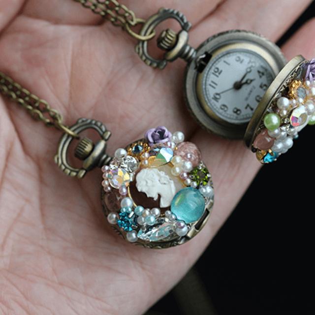 ジョンジーへの枯れ葉・ミニ懐中時計 ハンドメイドのアクセサリー(ネックレス)の商品写真