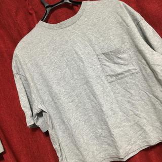 ユニクロ(UNIQLO)のグレーのTシャツ(Tシャツ(半袖/袖なし))