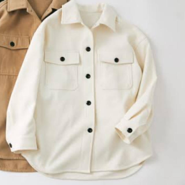 GU(ジーユー)の即購入可能新品タグ付オーバーサイズシャツジャケットナチュラルM完売サイズ レディースのジャケット/アウター(ミリタリージャケット)の商品写真