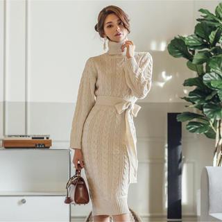 ケーブル編みが可愛い 厚手の ニットワンピース ウエストマーク できるベルトつき