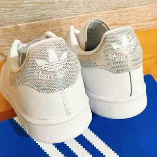 アディダス(adidas)の【在庫僅少】本日限定23㎝ 新作 スタンスミス  ホログラム  個性的 シルバー(スニーカー)