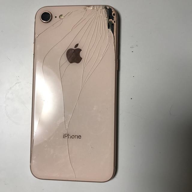 Apple(アップル)のiPhone8 外装 ジャンク 筐体 スマホ/家電/カメラのスマートフォン/携帯電話(スマートフォン本体)の商品写真
