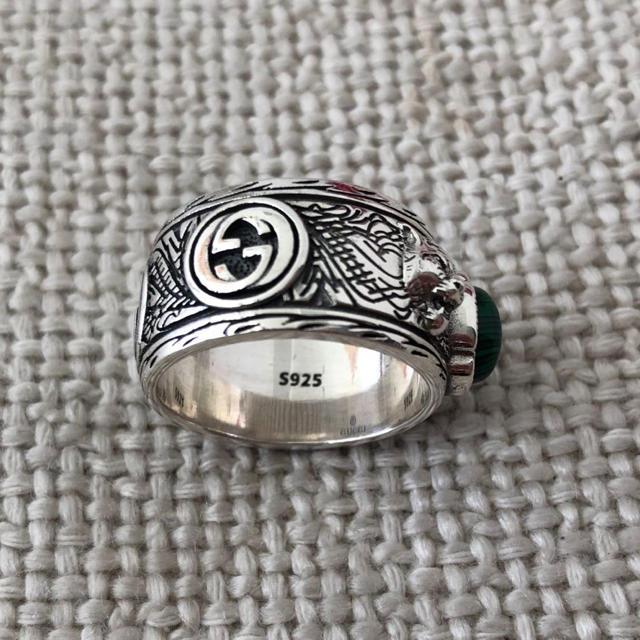 Gucci(グッチ)のグッチ キャットヘッドリング グリーンストーン メンズのアクセサリー(リング(指輪))の商品写真