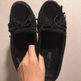 ミネトンカ(Minnetonka)のミネトンカ モカシン ブラック 7.5(24.5cm)(ローファー/革靴)
