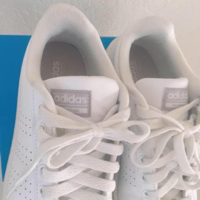 adidas(アディダス)の美品adidasアディダスホワイトスニーカー レディースの靴/シューズ(スニーカー)の商品写真