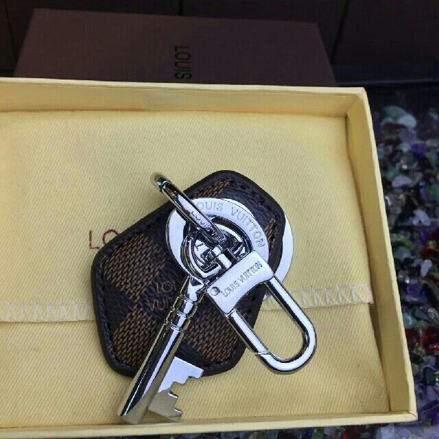 LOUIS VUITTON(ルイヴィトン)のルイヴィトンキーホルダー メンズのファッション小物(キーホルダー)の商品写真
