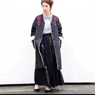 スカラー(ScoLar)のis scolar 新品タグ付 ショルダー刺繍入りコート(ロングコート)