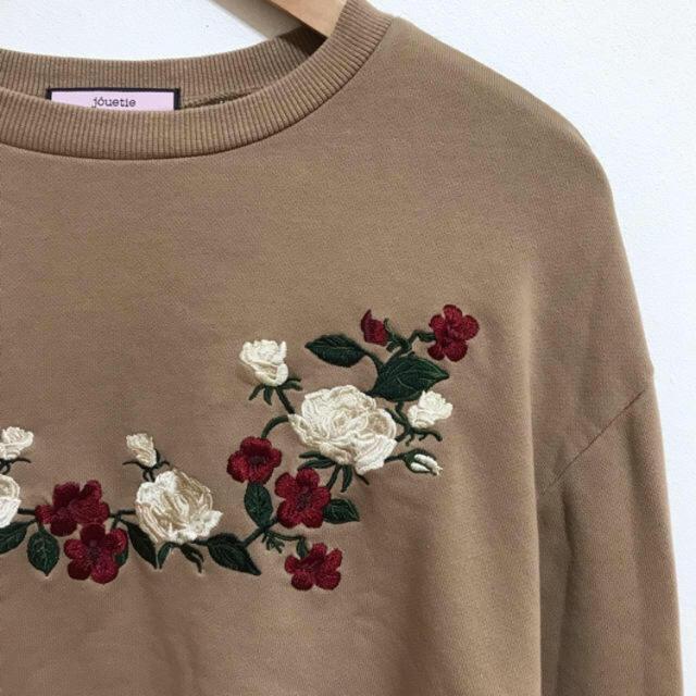 jouetie(ジュエティ)のジュエティ プルオーバー Tシャツ 刺繍 ベージュ レディースのトップス(トレーナー/スウェット)の商品写真