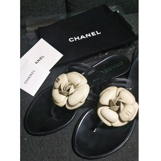 シャネル(CHANEL)のシャネル カメリアビーチサンダル ブラック(ビーチサンダル)