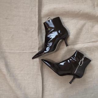 ザラ(ZARA)のzara ショートブーツ 35 エナメル(ブーツ)