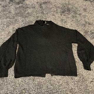 アズール(AZZURE)のレディースニット黒(バックリボン付き)(ニット/セーター)