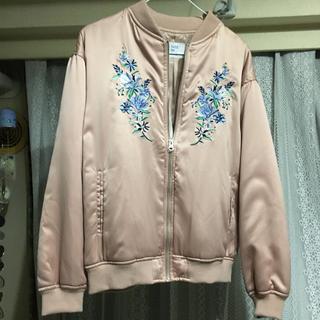 オリーブデオリーブ(OLIVEdesOLIVE)のサテン刺繍ブルゾン☆未使用☆半額以下(ブルゾン)