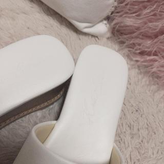 コウベレタス(神戸レタス)のKOBE LETTUCE ▷▷ 厚底ウッド調サンダル(サンダル)