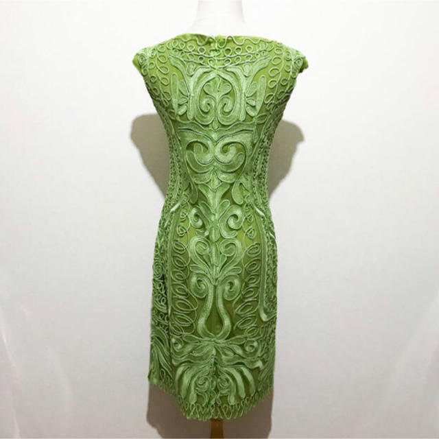 BCBGMAXAZRIA(ビーシービージーマックスアズリア)の ビーシービージーマックスアズリア ドレス ワンピース 刺繍 グリーン レディースのワンピース(ひざ丈ワンピース)の商品写真