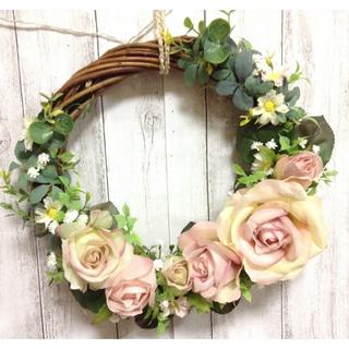 ハーフムーン型のリース🌹🌹小花をたくさん入れてみました🌸🌸sale(リース)