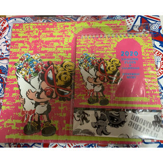 ヒステリックミニ(HYSTERIC MINI)の 新品ヒスミニ壁掛けカレンダーと卓上カレンダーセット(カレンダー/スケジュール)