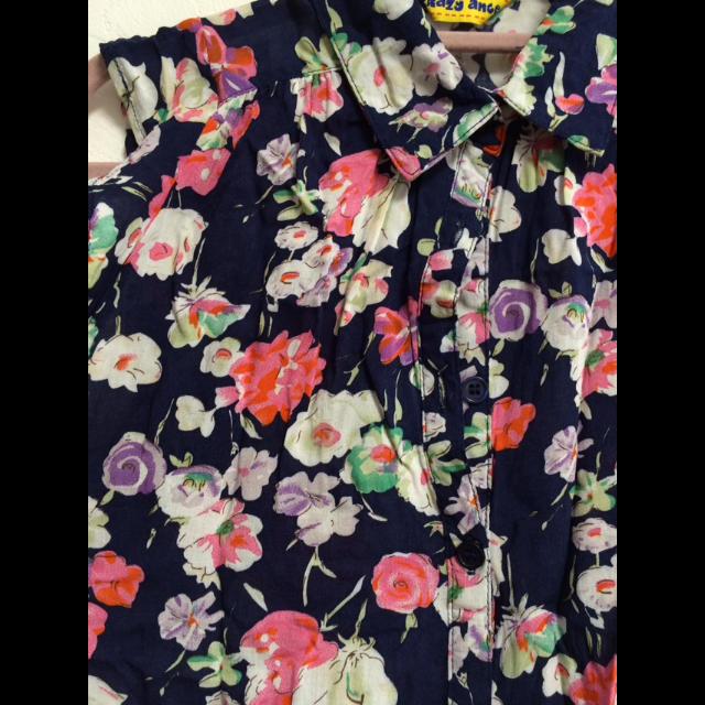 しまむら(シマムラ)の花柄シャツ キッズ/ベビー/マタニティのキッズ服 女の子用(90cm~)(ブラウス)の商品写真