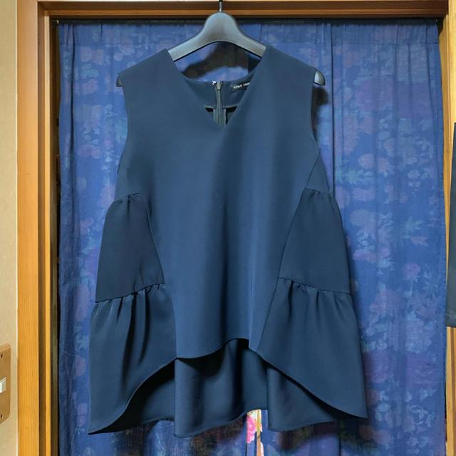 BARNEYS NEW YORK(バーニーズニューヨーク)のyokochan ヨーコチャン Back Tiered Blouse 40 レディースのトップス(シャツ/ブラウス(半袖/袖なし))の商品写真