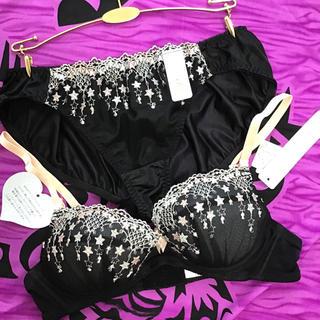 【新品】L&LL☆ブラック小花刺繍ノンワイヤーブラショーセット♡下着 クリスマス(ブラ&ショーツセット)