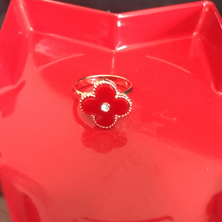 フラワーモチーフクローバー指輪白赤黒クリスマスパーティー(リング(指輪))