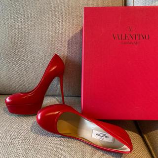 ヴァレンティノ(VALENTINO)の新品未使用★プレゼントにバレンティノ❤︎定価10万★赤パンプス(ハイヒール/パンプス)