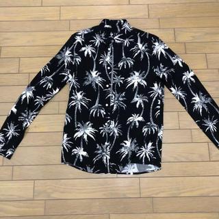 エイチアンドエム(H&M)の黒柄シャツ(シャツ)