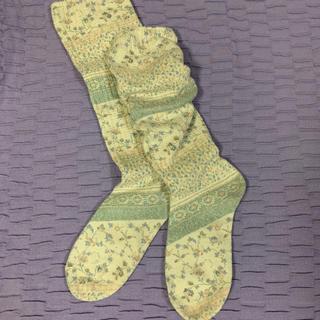 靴下屋 - 花柄ルーズソックス