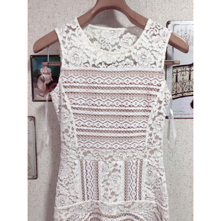 ビーシービージーマックスアズリア(BCBGMAXAZRIA)の美品 BCBG XS ワンピース ドレス ホワイト(ひざ丈ワンピース)