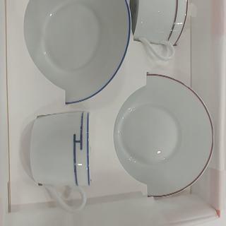 エルメス(Hermes)の【未使用品】HERMES カップ&ソーサー 2客 リズム 赤 青(グラス/カップ)